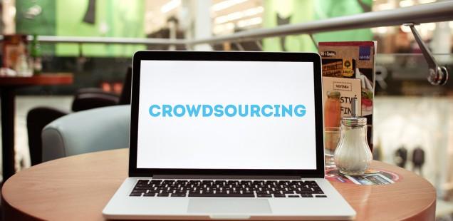 クラウドソーシングと表示されたMacBook Pro