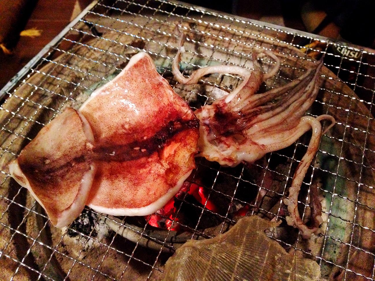 火鉢で焼きイカ