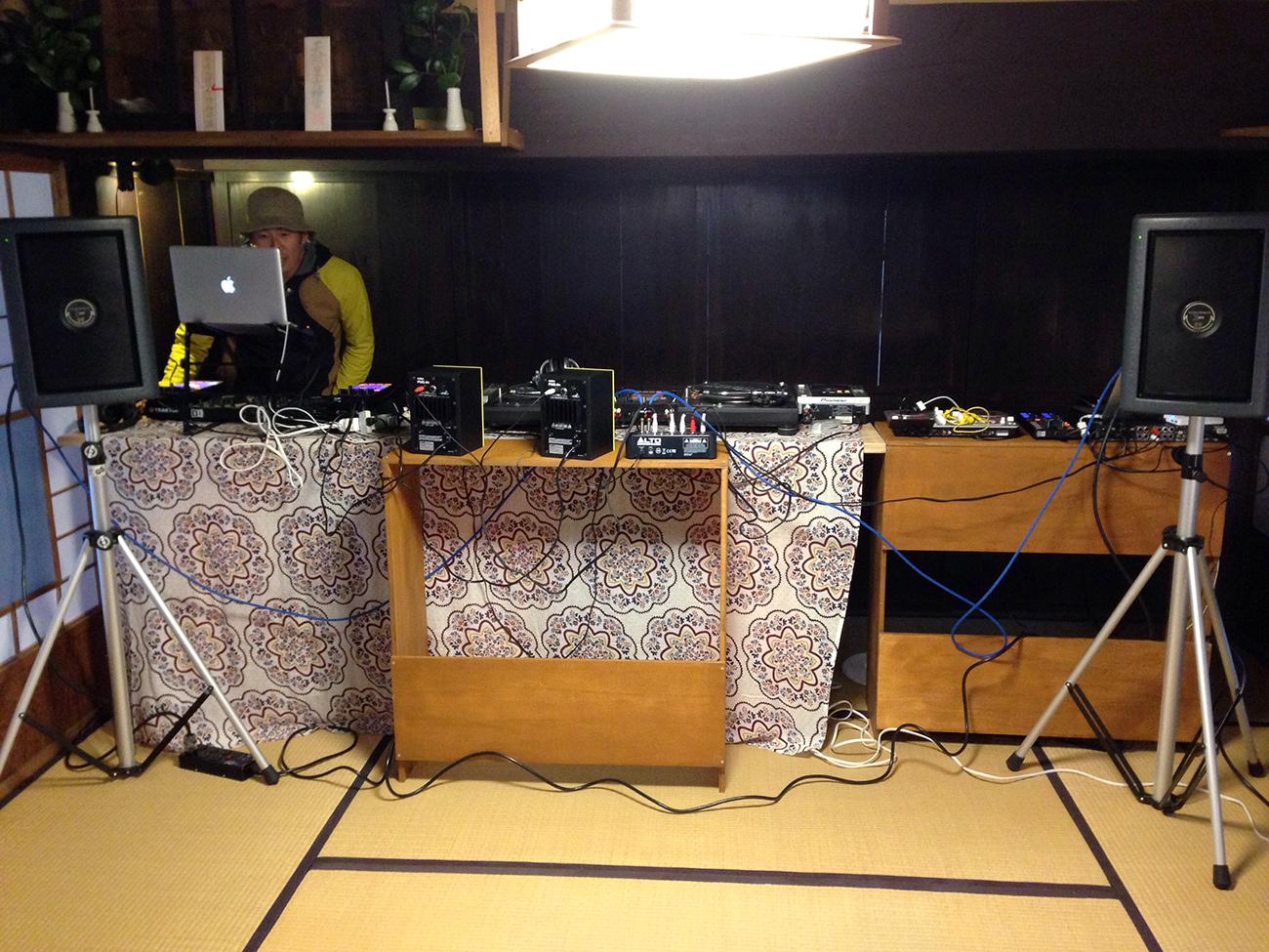 オトノドウクツ DJ BOOTH