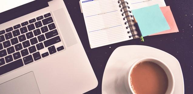 MacBook Proとコーヒーとノート