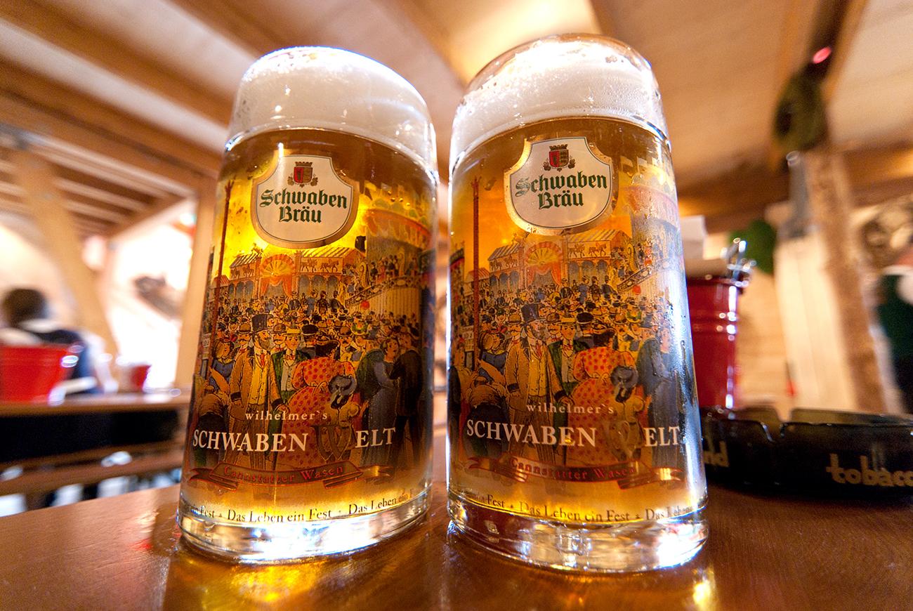 2つのジョッキビール