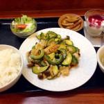 等々力 中国料理 ざいもく家のモンゴウイカとゴーヤの炒め物」のランチ