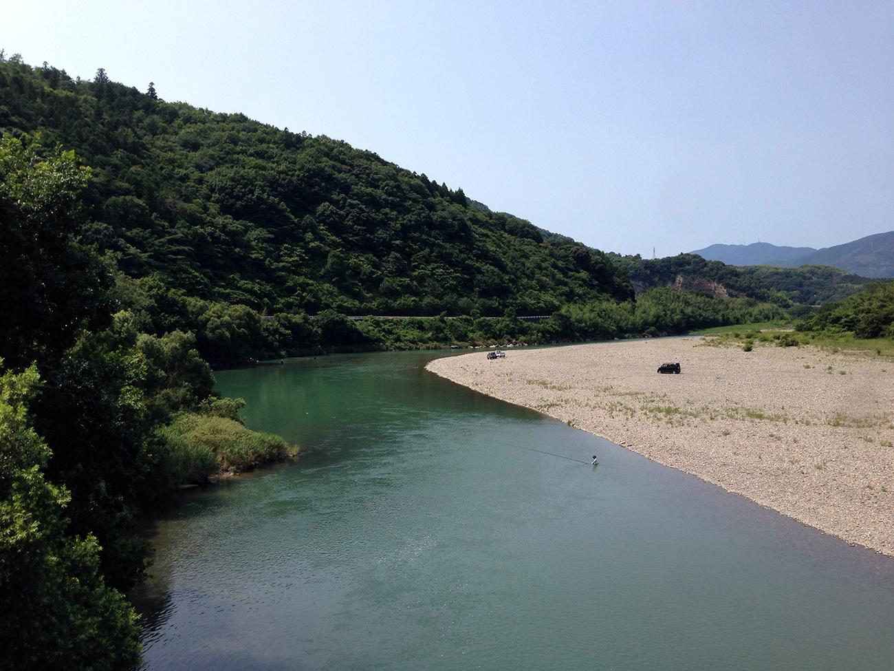肱川で川遊び