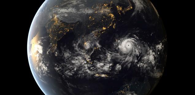 台風の衛星写真