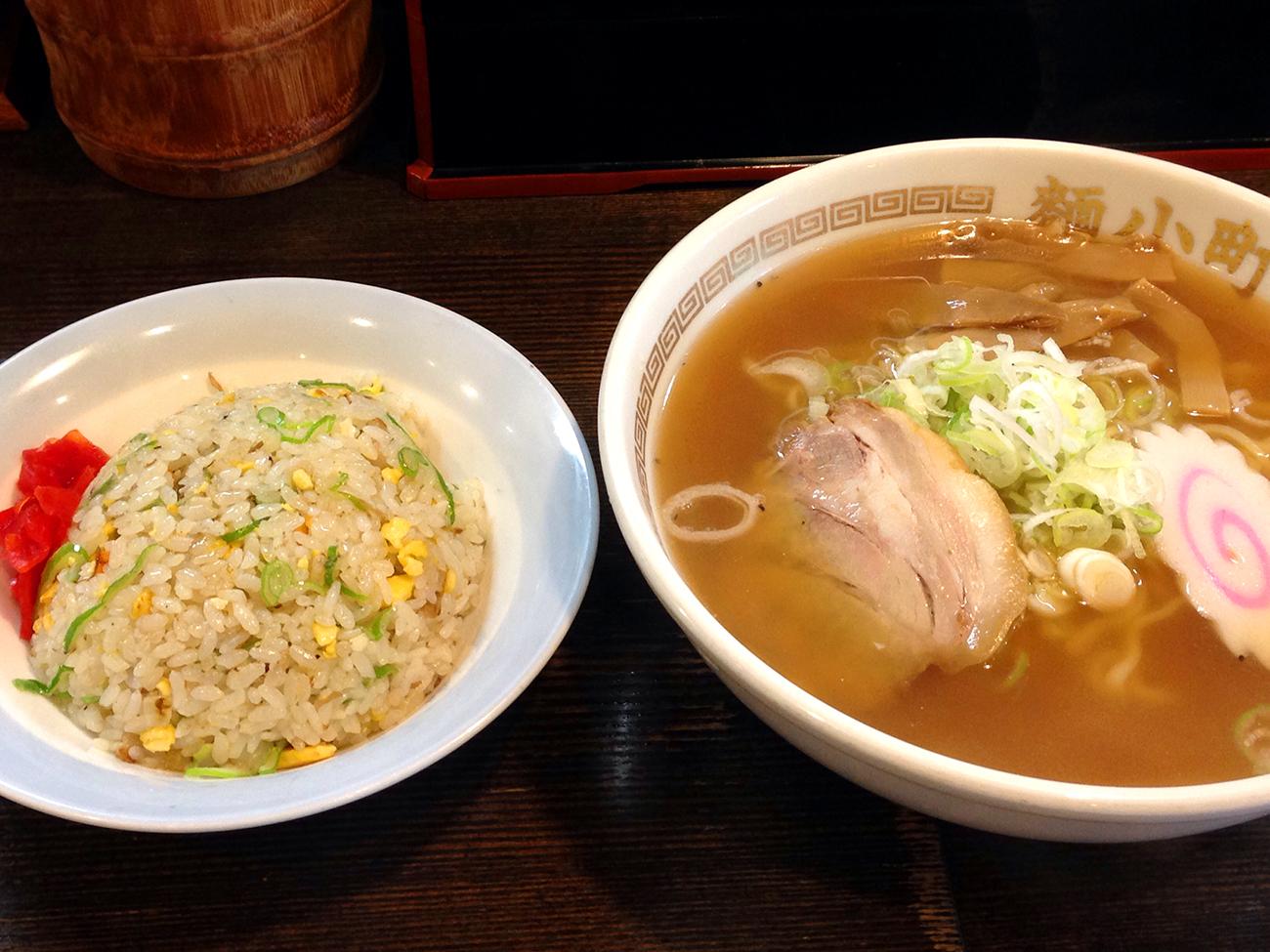 麺小町松山店 醤油ラーメン半チャーハンセット