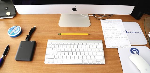iMacのあるデスク