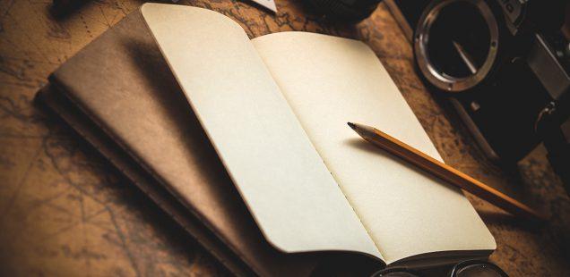 机に置かれた日記帳